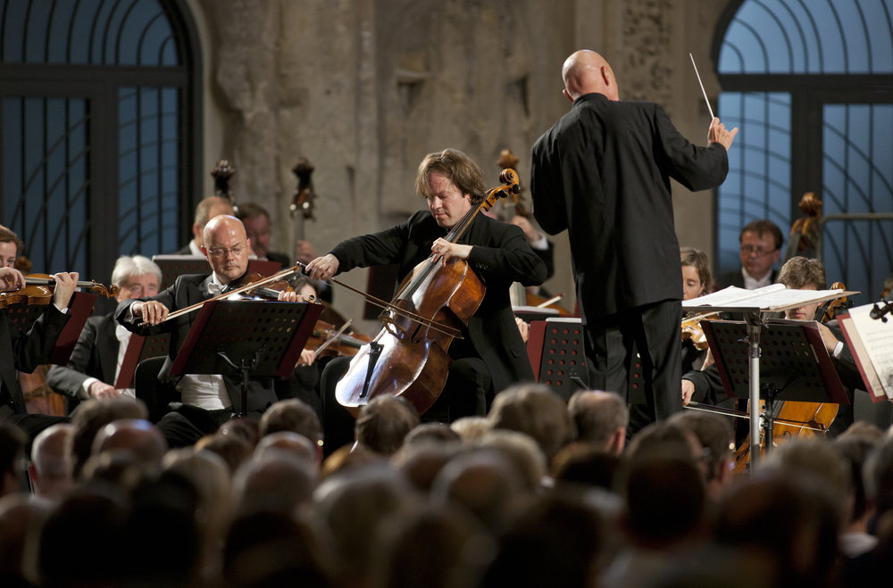Jan Vogler plays the Stradivari 'Ex Castelbarco/Fau' 1707 cello and shares his time between New York City, where he lives with his wife and two daughters, and Dresden, Germany.